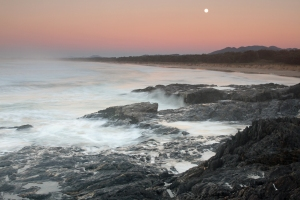 North_Boambee_setting_moon_1